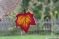 Ahornblatt klein dunkelrot, mit Aufhänger