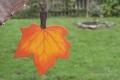 Ahornblatt groß orange, mit Aufhänger
